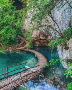 331 Likes 8 Comments Croatie Tourisme On Instagram Oui On Sait Encore Plitvice Mais Cool Places To Visit Plitvice Lakes National Park National Parks