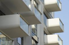 Image 4 of 16 from gallery of Baufeld 10 / LOVE architecture and urbanism. Photograph by LOVE architecture and urbanism Apartment Balconies, Cool Apartments, Amazing Architecture, Architecture Details, Architectural Features, Dezeen, Apartment Design, Magazine Design, Balcony
