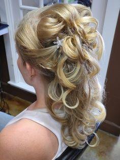 Eine schöne halboffene Frisur... nicht nur für den schönsten Tag im Leben!