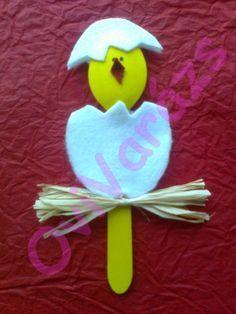 Cute idea for Easter Easter Art, Hoppy Easter, Holiday Crafts For Kids, Easter Crafts For Kids, Easter Activities, Art Activities, Chicken Crafts, K Crafts, Church Crafts