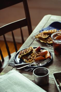Breakfast Kinfolk, Bon Appétit, Croissants, Pickled Peaches, Diet Recipes, Diet Tips, Breakfast Time, Breakfast Recipes, Cinnamon Waffles
