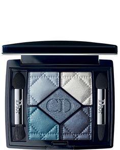 Dior presenteert een nieuwe versie van de mythe 5 Coleurs: CARRÉ BLUE nr 276