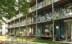 Definition of a passive house Residential Architecture, Landscape Architecture, Architecture Design, Building Architecture, Habitat Groupé, Chic Apartment Decor, Eco City, Porch And Balcony, Social Housing
