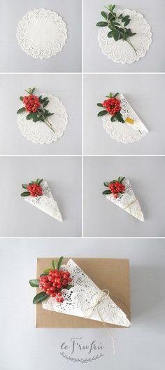 Le Frufrù: Pacchetti regalo con centrini di carta e fiori: