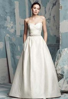 Hidden Pockets in this Paloma Blanca 4104 - Used Wedding Dress