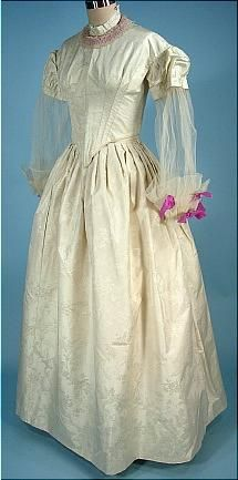 1840s silk dress from Farnsworth Estate in MA