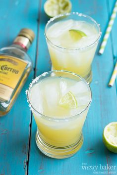 Pineapple Margarita ~ #SundaySupper - The Messy Baker Blog