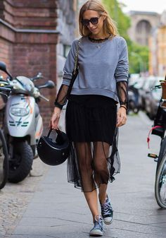 The best street style from berlin fashion week street style Berlin Street Style, Berlin Mode, Looks Street Style, Estilo Casual Chic, Casual Chic Style, Casual Street Style, Fashion Mode, New Fashion, Fashion Outfits