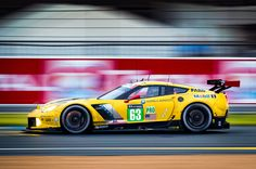 Chevrolet-Corvette-C7-R-with-Team-Chevy-Corvette-Racing-24-Hours-of-Le-Mans-side-in-motion-07.jpg (2048×1360)
