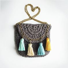 Классическая сумка превращается, превращается в ... в неклассическую))) #вязанаясумка #сумка #сумочка #вяжутнетолькобабушки