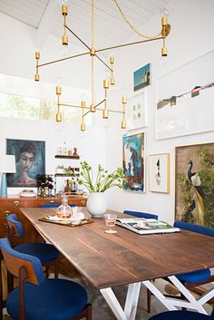 eclectic dining room // farmhouse table // stained wood and white table // gold chandelier // vaulted ceilings // blue accents room decor eclectic Emily Henderson Home Tour Dining Room Inspiration, Interior Inspiration, Style At Home, Deco Cool, Decor Scandinavian, Blue Rooms, Dining Room Lighting, Table Lighting, Home Fashion