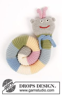 Knitted toy caterpillar with garter stitch and stripes. The piece is worked in DROPS Merino Extra Fine.