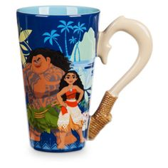 Tea time will be the ultimate adventure with this Moana themed mug! Featuring Maui's hook as the handle, it has artwork of all the favourites Moana, Maui, Pua and Hei Hei.