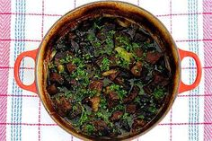 Tumma olut tuo luonnetta olut-lihapataan. Palak Paneer, Beef, Cooking, Ethnic Recipes, Household, Food, Dinner Ideas, Meat, Kitchen