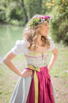 Diana Sinnig Dirndl @trachtenbibel folgen und Tipps und Trends entdecken!