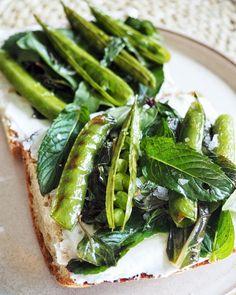 Ilyen beleharapni a nyárba: a zöldborsós-juhtúrós bagett ízére 20 év múlva is emlékezni fogsz | Nosalty Seaweed Salad, Superfood, Ricotta, Green Beans, Vegetables, Ethnic Recipes, Vegetable Recipes, Veggies