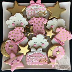 TWINKLE TWINKLE LITTLE STAR BABY SHOWER DECORATED COOKIES WITH GOLD ACCENTS #babyshowerideas4u #birthdayparty #babyshowerdecorations #bridalshower #bridalshowerideas #babyshowergames #bridalshowergame #bridalshowerfavors #bridalshowercakes #babyshowerfavors #babyshowercakes