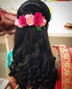 wedding hairstyles indian 50 Stunning Loose Hairstyles Ideas For Brides - South Indian Wedding Hairstyles, Bridal Hairstyle Indian Wedding, Bridal Hair Buns, Bridal Hairdo, Hairdo Wedding, Braided Hairstyles For Wedding, Indian Hairstyles, Hairstyles For Brides, Saree Hairstyles