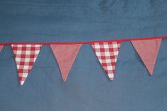 Mariage guinguette vichy rouge moulin en papier paquerette d coration de table les - Guirlande guinguette ikea ...