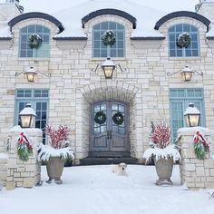 Christmas Facade Decor. Christmas Facade Decorating Ideas. Christmas Facade Decor Ideas. Natural Christmas Facade Decor. #Christmas #Facade #Decor #ChristmasDecor Pink Peonies.