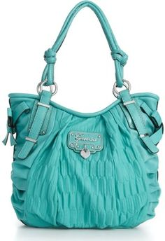 omg i love this color and the shape of this bag!!