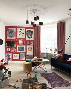 skaermbillede-2018-04-21-kl-21-26-41 Glamour Living Room, Living Room Red, Interior Design Living Room, Living Room Decor, Workspace Inspiration, Room Inspiration, Red Walls, Cute Home Decor, Painting Pictures