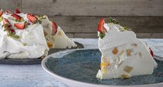 Yogurt and fruit sweet by Greek chef Akis Petretzikis! Make an amazing dessert with yogurt and fruits. Yogurt Dessert, Greek Sweets, Desert Recipes, Fun Desserts, Baking Recipes, Camembert Cheese, Blog, Deserts, Dairy