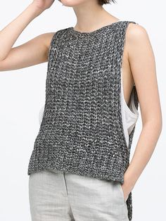 NO pattern, but would be easy to pull off :D Gray Sleeveless Dipped Hem Knit Vest Poncho Pullover, Knit Vest, Knitting Stitches, Free Knitting, Knitting Patterns, Crochet Blouse, Knit Crochet, Knitted Baby, Vest Pattern