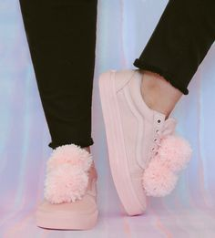 DIY Pixie Pom Old Skools Pom poms are all the rage right now. You've seen them everywhere from purses and keychains to jewelry, and it was only a matter of time until we added these little cuties to our Vans. Embrace this playful trend with our...