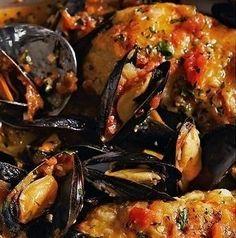 ZUPPA DI PESCE ALLA TARANTINA - www.iopreparo.com:  Zuppa di pesce alla tarantina: è un piatto tipico della cucina mediterranea a base di pesce fresco e molluschi, leggero e molto gustoso. Naturalmente non possono mancare le cozze, tipiche della tradizione tarantina. Può essere servita anche come primo.