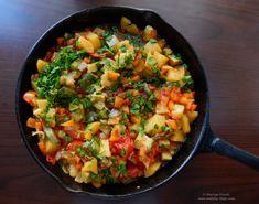 Tocană de vară cu legume.  Vegetables summer stew. Romanian Food, Iron Pan, Paella, Allrecipes, Stew, Tasty, Lunch, Vegetables, Ethnic Recipes