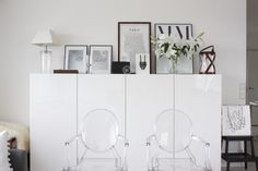Homevialaura | livingroom | My Guide to Paris poster | Balmuir Kensington lantern | Kartell Louis Ghost chairs | IKEA Bestå | white lilies
