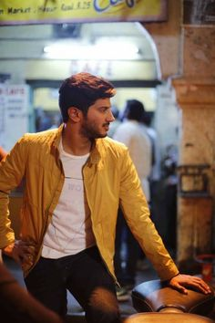 Dulquer Salmaan is an Indian film actor who appears predominantly in Malayalam and Tamil films, younger son of actor Mammootty and Sulfath. Malayalam Cinema, Malayalam Actress, 100 Days Of Love, Sanam Teri Kasam, South Hero, Boy Photography Poses, Actors Images, Actor Photo, Cute Actors