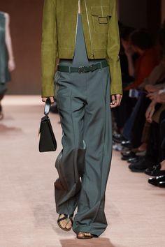 Hermès Spring 2020 Konfektionsmode-Show - Hermès Spring 2020 Ready-to-Wear Fashion Show Hermès Spring 2020 Ready-to-Wear-Kollektion, Runway-Looks, Schönheit, Modelle und Testberichte. 2020 Fashion Trends, Fashion Mode, Fashion Week, Fashion 2020, Look Fashion, Runway Fashion, Spring Fashion, Fashion Show, Womens Fashion