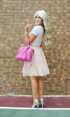 50 Awesome Looks with Tulle Skirt. It is so beyond the point of me needing a tulle skirt. Fashion Now, Cute Fashion, Fashion Beauty, Fashion Outfits, Womens Fashion, Fashion 2020, Street Fashion, Fashion Ideas, Fashion Trends