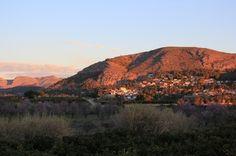 """Retreatophold i Jalon Valley ved Alicante, Spanien   Vælg selv hvor mange uger...Kom til Alicante på retræteophold i """"Anahata Yoga Center"""" i Spanien, fra en uge eller op til 5 uger. En fantastisk mulighed for at stresse af og lade op. Du kan ankomme og rejse som du vil, indenfor de angivne datoer her nedenfor: 25. oktober - 29. november 2014  6. - 20. december 2014  5. - 31. januar 2015  7. - 28. februar 2015 7. marts - 4. april 2015  11. - 25. april 2015"""