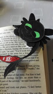 Toothless Corner Bookmark Tutorial DIY - Blog: Pondering The Internet Till Death Do Us Part #Toothless #Bookmark #DIY