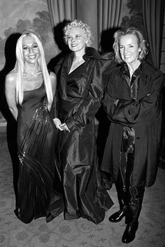 """Fashion designers Donatella Versace, Vivienne Westwood and Jil Sander pose and smile at an event in New York where they receieved """"Fashion Legend"""" awards (1996)"""