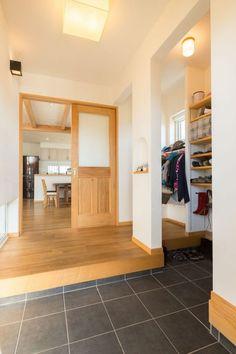 【アイジースタイルハウス】玄関。5人家族の靴や上着もしっかり仕舞える 大容量シューズクロークが◎
