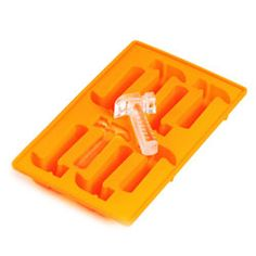 hammer shaped - Pound drinks with these hammer-shaped ice cubes. These fun and comical hammer-shaped ice cube trays will cool your favorite beverages and are sure . Ice Cube Molds, Ice Cube Trays, Ice Tray, Soap Molds, Silicone Molds, Round Ice Cubes, Mobile Food Trucks, Crystal Guide, No Doy Mas