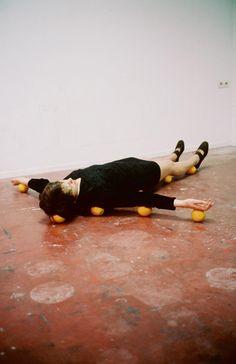 one minute sculpture / Erwin Wurm - Städel Museum Städel Museum, Erwin Wurm, Modern Art, Contemporary Art, Modern Dance, Foto Art, Conceptual Art, Installation Art, Sculpture Art