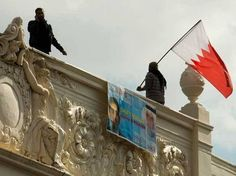 #UK, #London: 2 activists climb roof of #Bahrain #Embassy (LW21)