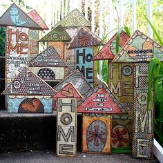 """scrapwood houses (NOTE TO SELF: Make a bunch of these use them for bird house fronts. Also make them for the sides of butterfly houses.) """"MAYBE put on sides of my Mason Bee homes. Block Craft, Wood Scraps, Wooden Blocks, Wooden Houses, Ceramic Houses, House In The Woods, Little Houses, Bird Houses, Kitsch"""