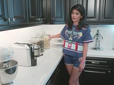 TRES CHIC: STEAL THIS LOOK | KYLIE JENNER'S KITCHEN & LIVING ROOM