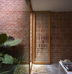 A courtyard house in Benimaclet, Valencia. GRADOLÍ & SANZ ARQUITECTOS, photo by Mariela Apollonio