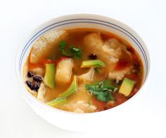 I've seen yuca at grocery stores but never cooked with it (or even tried it, maybe?), so I was excited to see this Yuca and Avocado Tortilla Soup recipe on Honest Fare. Cuban Recipes, Veggie Recipes, Soup Recipes, Vegetarian Recipes, Recipies, Veggie Tortilla Soup, Root Recipe, Avocado Soup, Avocado