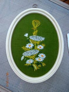 Vintage-Crewel-Picture-Daisy-Flowers-Needlepoint-Framed