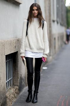 Photos via: Style Bistro Model Taylor Marie Hill is absolutely stunning. Her sweater and leather pants look during Milan Fashion Week makes for perfect model-off-duty style inspiration. Get the look: Looks Street Style, Looks Style, Pullover Mode, Winter Outfits, Casual Outfits, Outfits 2016, Black Outfits, Outfits Damen, Models Off Duty
