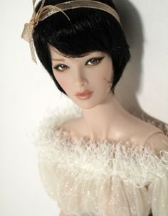 this doll is gorgeous...