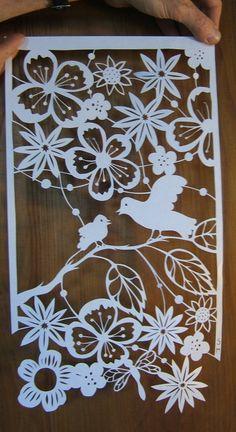 PAPIERS DECOUPES - Papillons... - … - C'est… - Nouveau découpage,… - A ma fenêtre... - L'arbre blanc... - Un coeur pour eux... - L'arbre de vie - Zoom sur... - L'âme de Frida... - Papiers découpés de Stéphanie Miguet